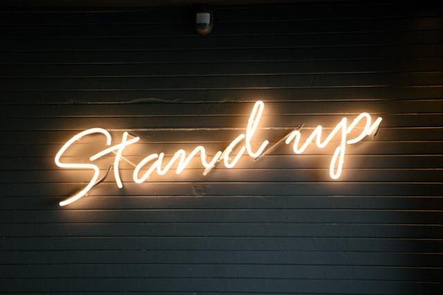 Stand up -koomikot viihdyttävät